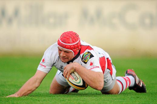Ulster hooker Rory Best scores the first try during last night's Magners League clash at Ravenhill. Photo: STEPHEN MCCARTHY / SPORTSFILE