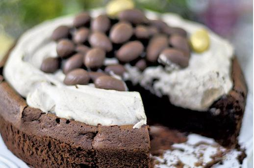MOCHA CHOCOLATE CRATER CAKE