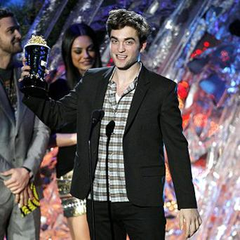 Robert Pattinson accepts the award for best male performance at the MTV Movie Awards