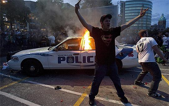 Hockey fans riot on the streets of Vancouver. Photo: AP