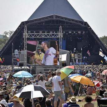 A t-shirt that can recharge a mobile phone using noise technology will be tested at Glastonbury