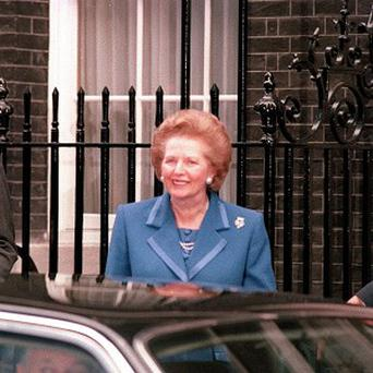 A handbag belonging to Margaret Thatcher has fetched 25,000 pounds at an auction
