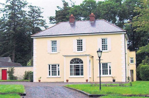 This stud farm, approached by a long avenue, has views of Slievenamon and the Comeragh mountains