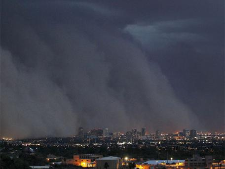A giant dust storm covers Phoenix, Arizona. Photo: AP