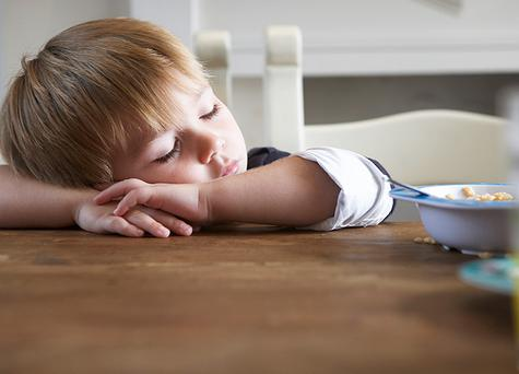 <h2> Top tips for tired tots </h2> <p> <b>Action figure</b> </p> <p> Get the kids out playing in daylight for at least an hour a day. This helps them to feel tired by bedtime and they'll sleep more deeply at night. </p> <p> <b>Woolly wonka</b> </p> <p> Invest in a woollen bed cover for camping and hotels. It's lightweight, keep kids warm in cold weather and cool in hot weather - perfect. </p> <p> <b>Evening eats</b> </p> <p> Banana mashed with warm milk and honey is the perfect combination to help a child prepare for sleep. </p> <p> <b>Ritual ready</b> </p> <p> Set up a simple pre-sleep ritual at home (bath time, get ready for bed and then read a story) and keep it up over the holiday. This is known to speed up the time it takes for a child to get to sleep and improve the length of sleep. </p> <p> <b>Dark night</b> </p> <p> The room should be as close to complete darkness as possible, and keep a bathroom light on dim so it doesn't disrupt sleep if your child needs to get up in the middle of the night. </p>