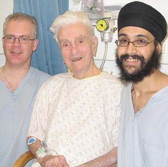 Leslie Dunn with his doctors Allan Harkness and Iqbal Toor (Colchester General Hospital/PA)
