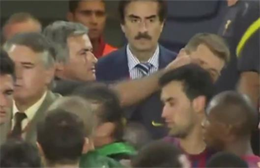 Jose Mourinho tugs the ear of Barcelona's assistant coach Tito Vilanova three years ago. Photo: YouTube