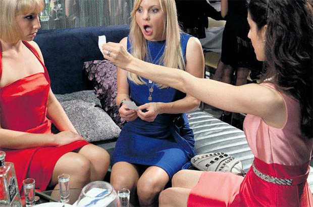 Anna Faris (centre) in What's Your Number? is horrified to find her number of sexual partners is twice the national average