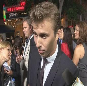 Kenny Wormald says the Footloose remake stays true to the original film