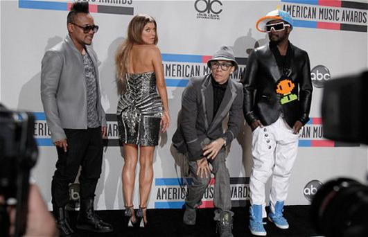 The Black Eyed Peas at the American Music Awards 2010 with (left to right) Apl.de.ap, Fergie, Taboo, and will.i.am