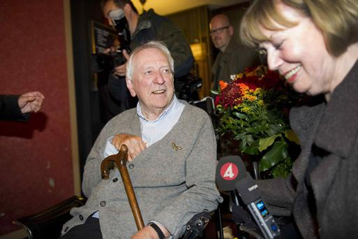 Nobel literature laureate 2011 Tomas Transtromer smiles near his wife Monica during a news conference in his home in central Stockholm, October 6, 2011. Transtromer won the Nobel prize for literature on Thursday, more than 20 years after a stroke severely limited his speech and movement but not the power of his writing. REUTERS/Fredrik Sandberg/Scanpix Sweden (SWEDEN - Tags: SOCIETY POLITICS) THIS IMAGE HAS BEEN SUPPLIED BY A THIRD PARTY. IT IS DISTRIBUTED, EXACTLY AS RECEIVED BY REUTERS, AS A SERVICE TO CLIENTS. SWEDEN OUT. NO COMMERCIAL OR EDITORIAL SALES IN SWEDEN