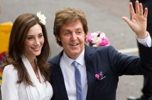Sir Paul McCartney and his fiancee Nancy Shevell arrive at Westminster Registry Office in Marylebone for their wedding on October 9. Photo: Getty Images