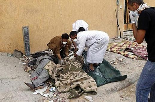 Volunteers prepare to carry a corpse found in the city of Sirte October 23, 2011. Photo: Reuters