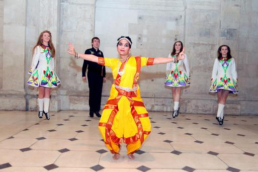 26/10/11 Prerna Arya with Coleen Murphy, Luke Marchetti, Ellen Ward and Sinead Quinn at the Gala Diwali Celebration, Festival of Lights at Dublins City Hall. Pictures:Arthur Carron/Collins