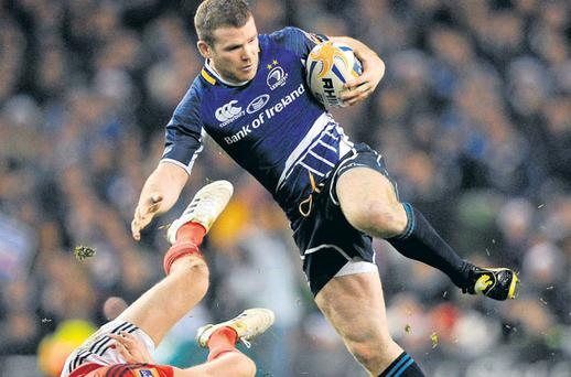 Leinster's Gordon D'Arcy leaves Munster's Ronan O'Gara on the turf during last night's Pro12 clash at Lansdowne Road.