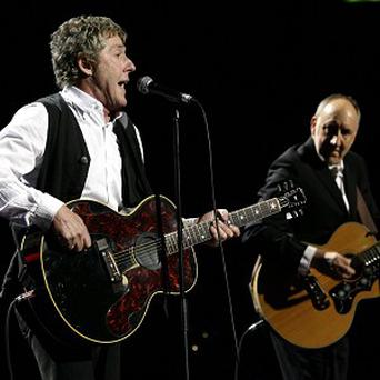 Roger Daltrey and Pete Townshend will raise money to renovate part of an LA medical centre for patients aged 15 to 25