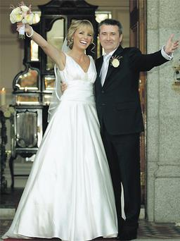 sun smiles on wedding day of tv3�s weatherman martin king