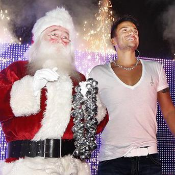 Peter Andre switches on Christmas lights at East Kilbride Shopping Centre