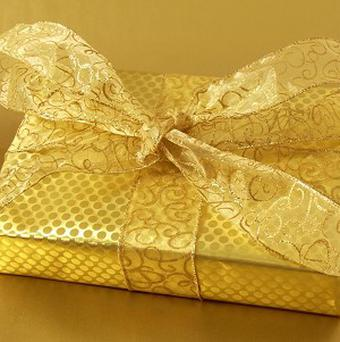 Employees hope that giving their bosses Christmas presents will help them keep their jobs, according to a new survey