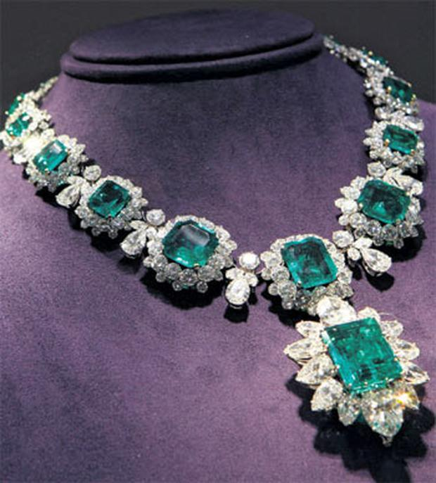 A necklace from Liz Taylor's collection