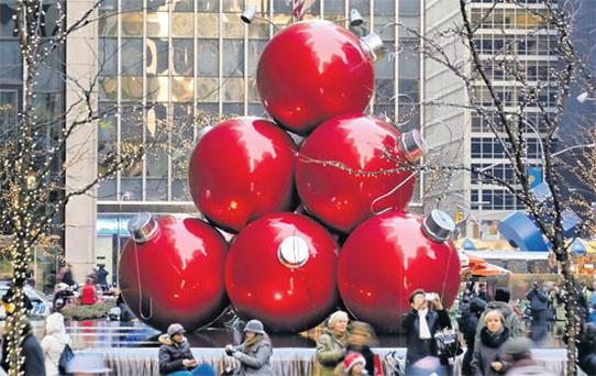 Giant baubles decorate New York's streets