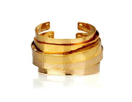 Hammered gold-plated cuff by Kenneth Jay Lane on theoutnet.com 60% off at €30.99