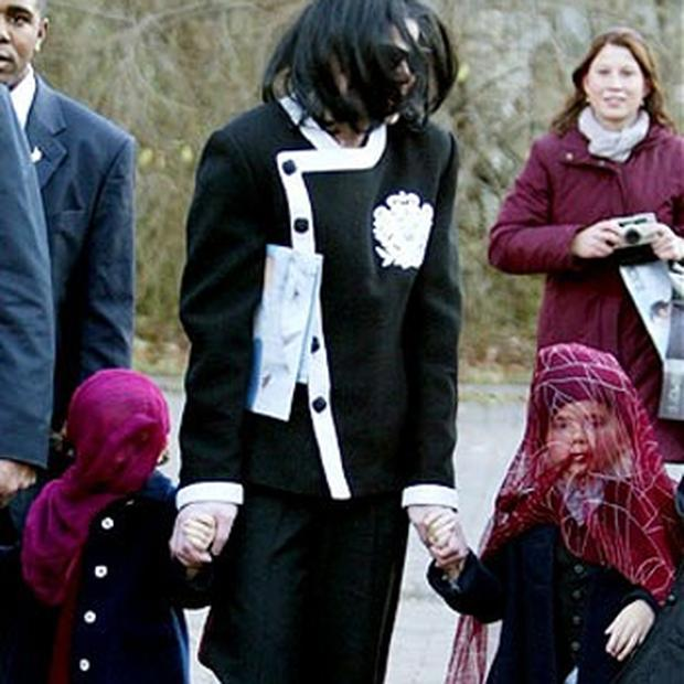 Paris with her father and brother, Prince Michael Jackson II, right, during a visit to Berlin Zoo in 2002. Photo: Reuters