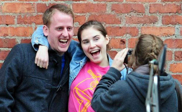 Amanda Knox enjoying a day with her boyfriend James Terrano and friends in Seattle