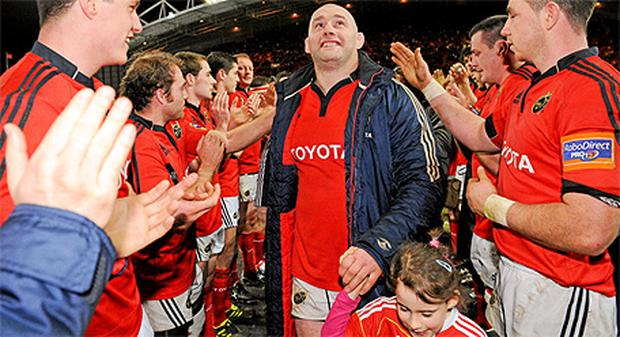 Munster's John Hayes, accompanied by his daughter Sally, 5, is applauded off the pitch by his team-mates