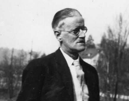 James Joyce...Irish novelist, short-story writer and poet James Augustine Aloysius Joyce (1882 - 1941) in Zurich. (Photo by Hulton Archive/Getty Images)...E