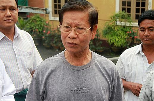 Former Myanmar prime minister General Khin Nyunt, who was placed in detention after his ouster in a 2004 power struggle, stands with relatives following his release from detention in Yangon. Photo: Getty Images