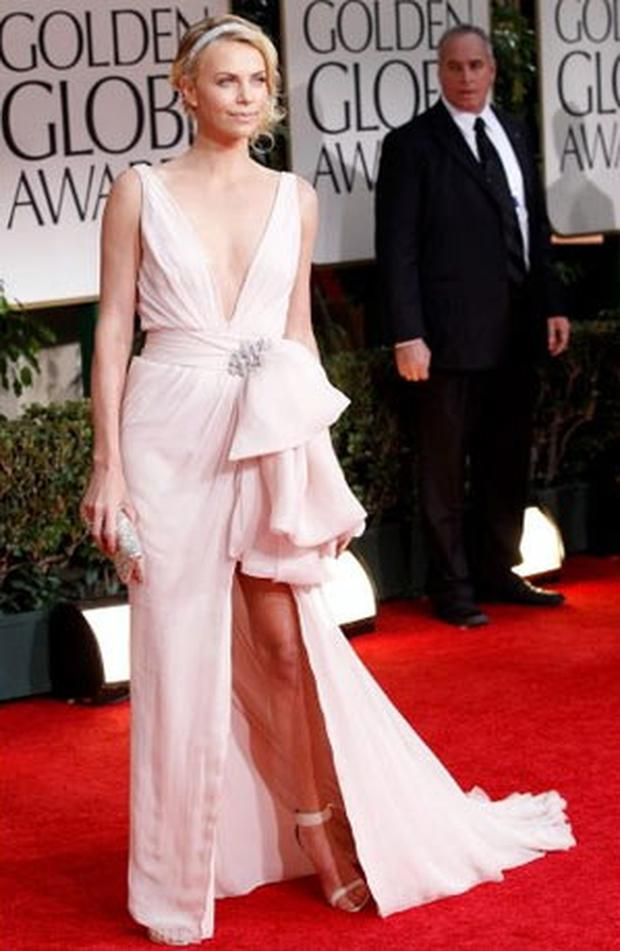Charlize Theron looked stunning in this pale pink Dior gown.