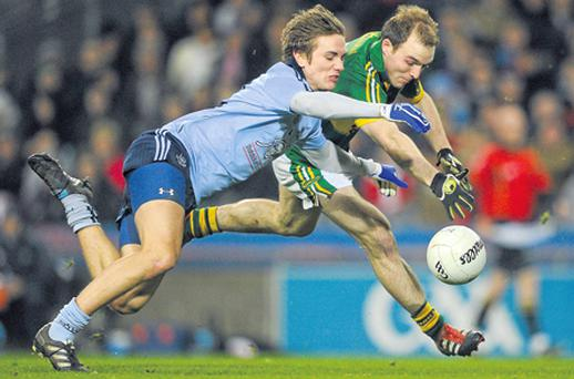 Michael Fitzsimons and Darran O'Sullivan battle for the ball in the Allianz NFL clash at Croke Park