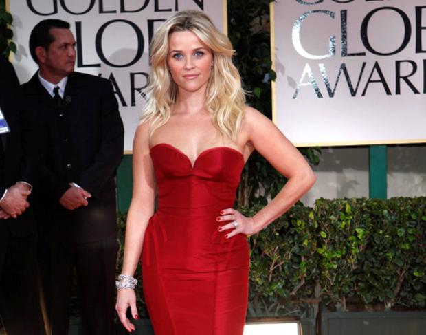 Actress Reese Witherspoon poses on the red carpet at the 69th annual Golden Globe Awards in Beverly Hills, California January 15, 2012. REUTERS/Mario Anzuoni (UNITED STATES - Tags: ENTERTAINMENT) (GOLDENGLOBES-ARRIVALS)