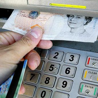 Many people know their bank balance to the nearest five pounds thanks to internet banking, research suggests