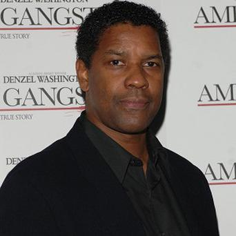 Denzel Washington is in talks to star with Mark Wahlberg in 2 Guns
