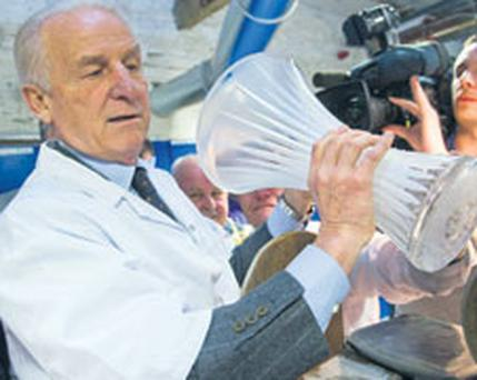 Republic of Ireland manager Giovanni Trapattoni tries his skills at wedge cutting at the house of Waterford Crystal, The Mall, Waterford City.