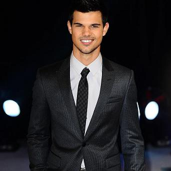 Taylor Lautner will stay in touch with his Twilight co-stars