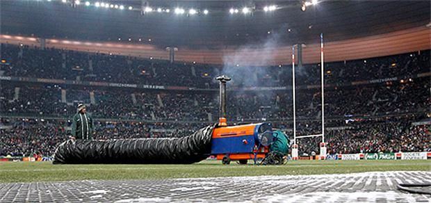 Workers tried in vain to defrost the pitch in the Stade De France