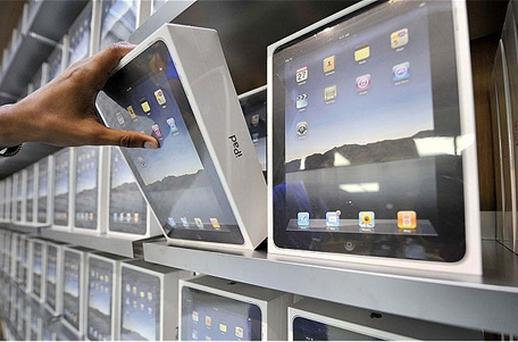 A Hong Kong-listed maker of computer displays has asked customs officials to stop Apple exporting iPads from China in an escalation of the spat between the two companies. Photo: PA