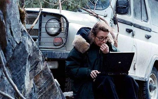 Marie Colvin in the mountains of Chechnya in 1999
