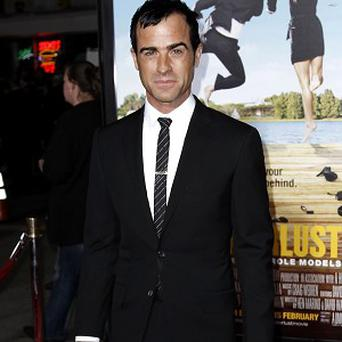 Justin Theroux says Jennifer Aniston likes to make him breakdance