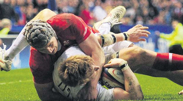 England's David Strettle fails to clearly ground the ball with his last-gasp effort as Wales' Jonathan Davies holds him up
