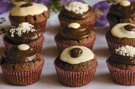 DELUXE CHOCOLATE CUPCAKES