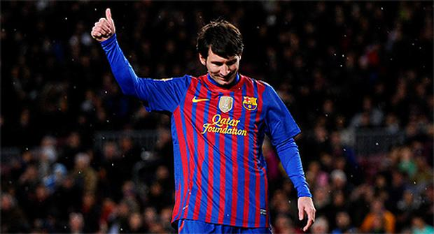 d01b89d86 Lionel Messi acknowledges the Barcelona fans after his record-breaking  performance this week