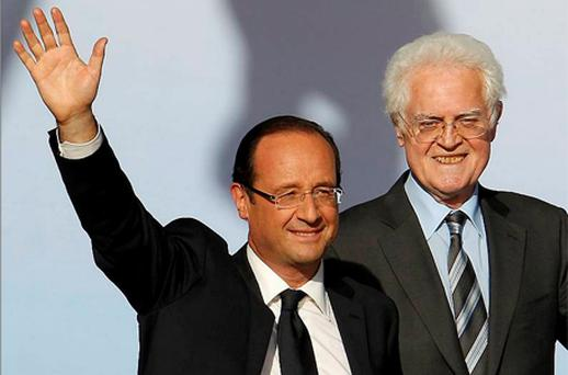 Francois Hollande (L), Socialist Party candidate for the 2012 French presidential election, waves as he arrives on stage with former French Prime Minister Lionel Jospin for an election campaign rally in Toulouse. Photo: Reuters