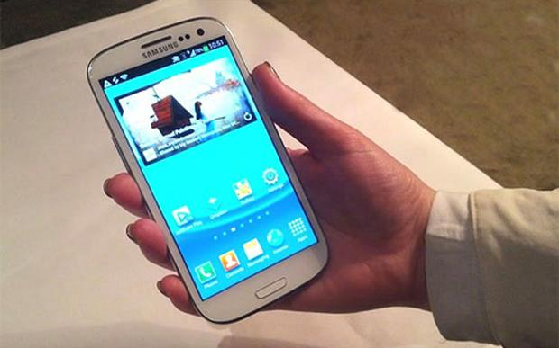The Samsung S3 features a 4.8'' Amoled HD screen that feels big in the hand