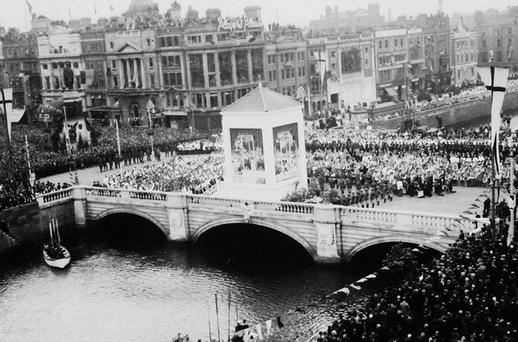 Worshippers at O'Connell Street Bridge for the 31st Eucharistic Congress in 1932