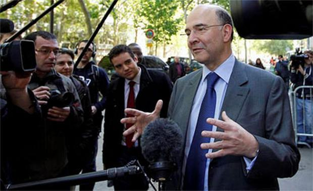 Pierre Moscovici, campaign manager of newly-elected French President Francois Hollande, speaks to the media as he arrives at the former campaign headquarters in Paris. Photo: Reuters