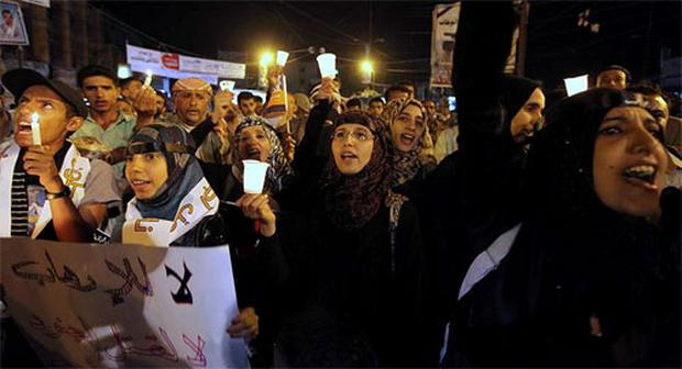 Rights activists and journalists chant slogans during a protest in Sanaa May 21, 2012. Protesters gather to show solidarity with a Yemeni journalist jailed over alleged links with al-Qaeda and to condemn a suicide attack that killed over 90 soldiers. Photo: Reuters